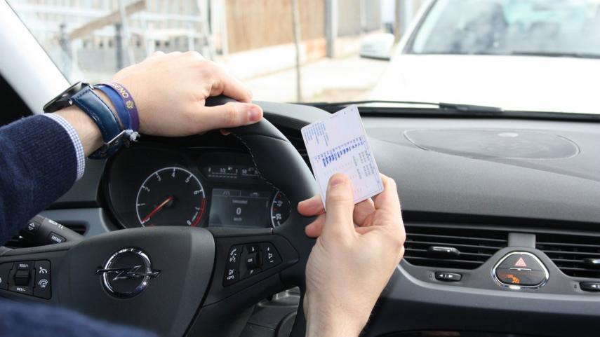 carnet-conducir-2114553.jpg